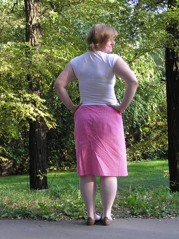 kropeczkowa spódniczka tył